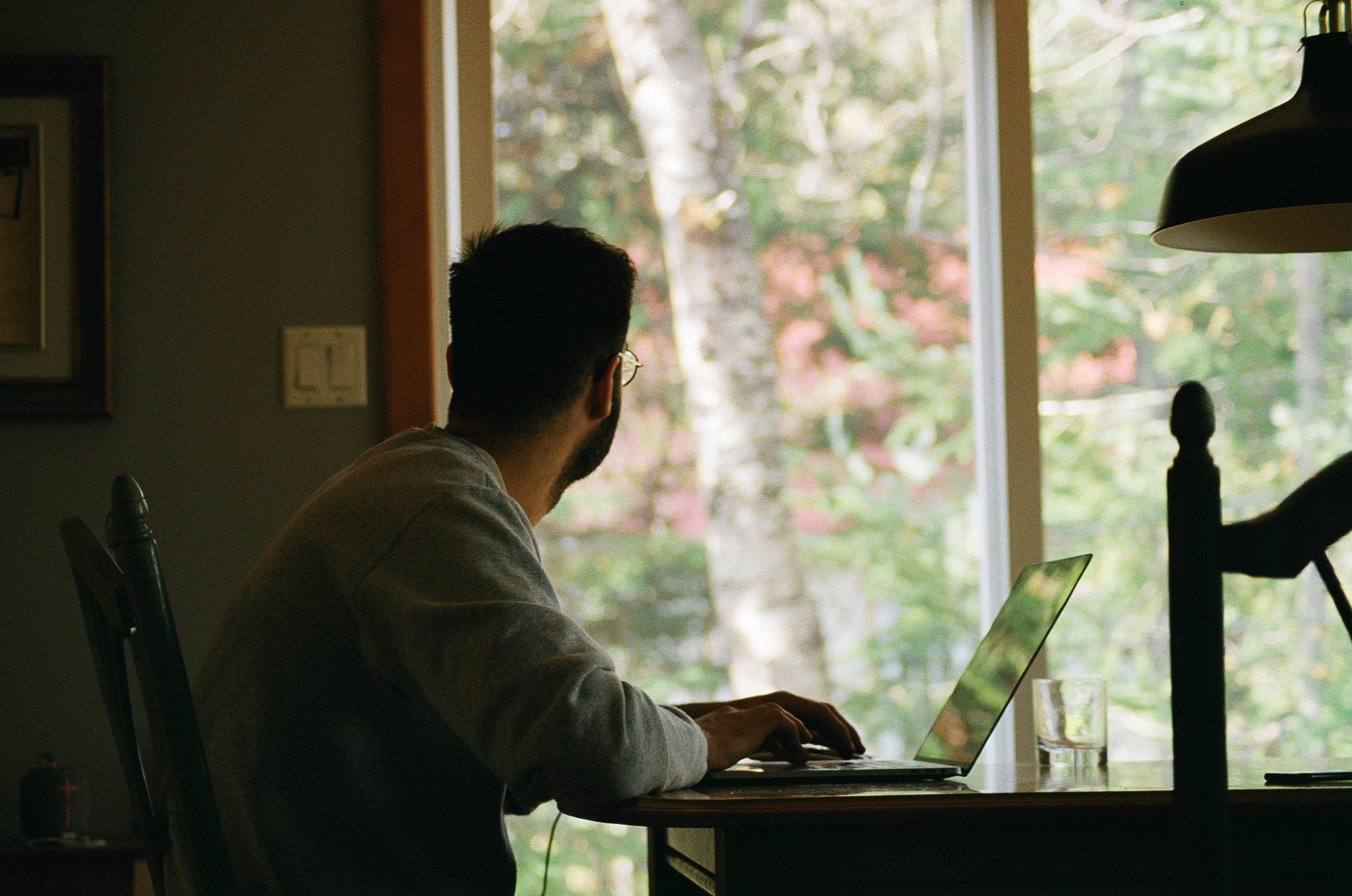 Tips to make your remote work and training sessions more productive and effective. Photo: Yasmina H, Unsplash.